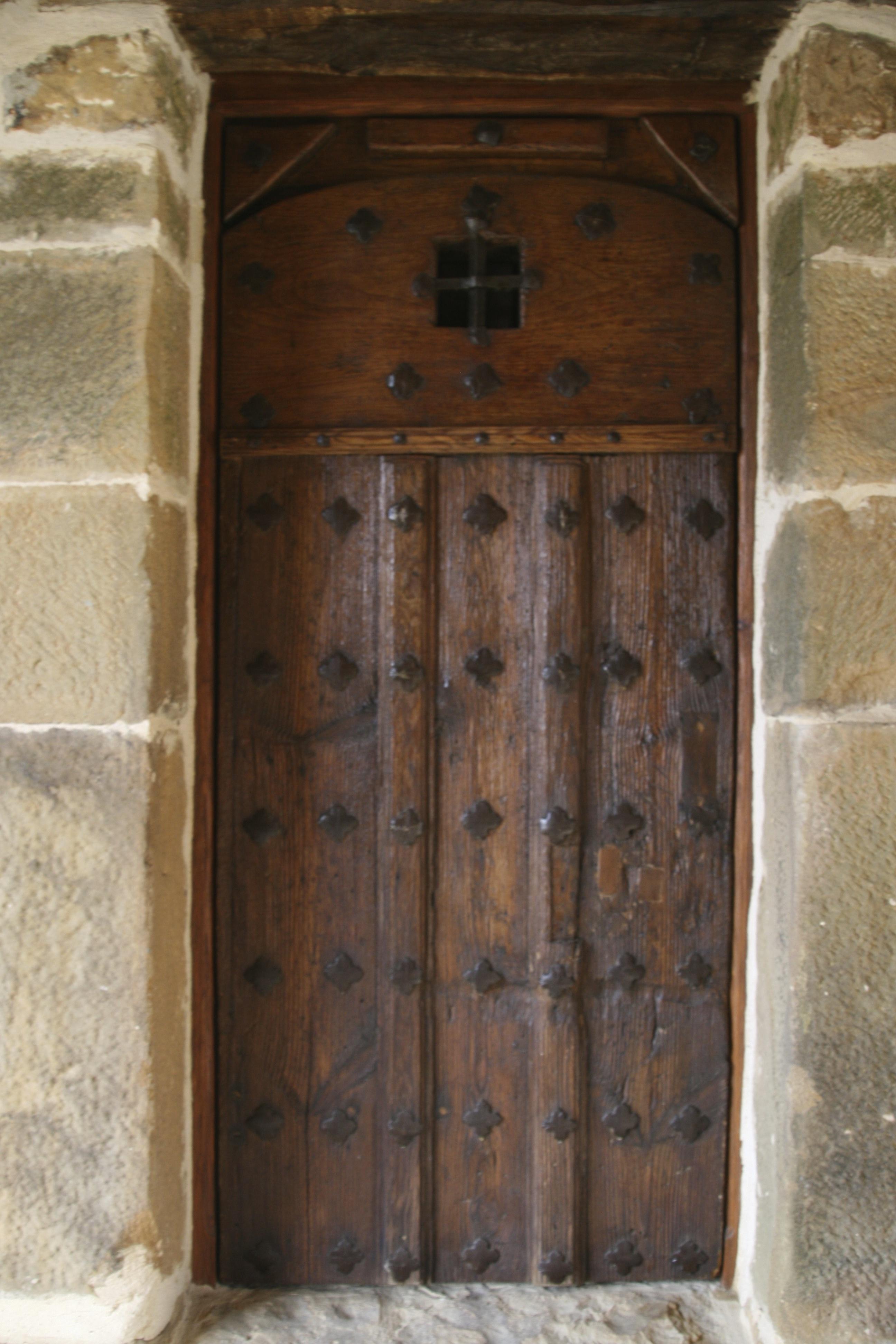 https://navamuel.es/images/Edificios/Puerta.jpg