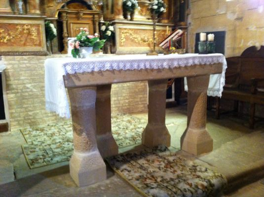 https://navamuel.es/images/IglesiaInterior/Altar.jpg