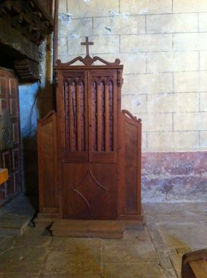https://navamuel.es/images/IglesiaInterior/Confesionario.jpg